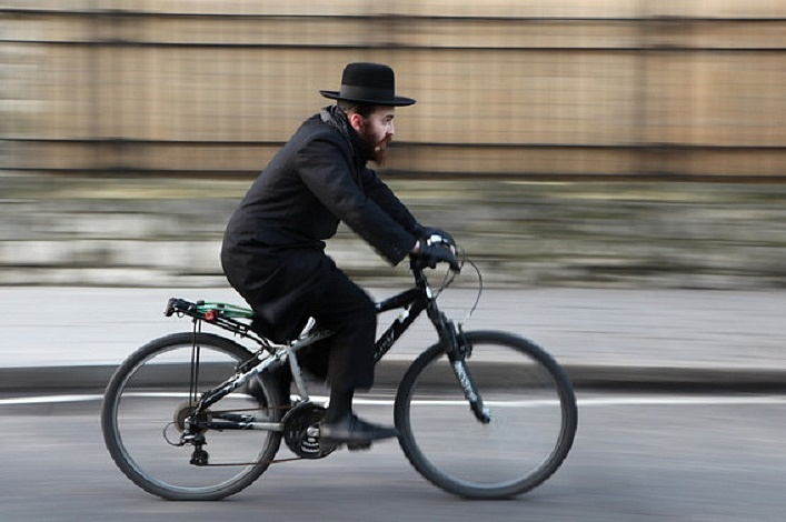 еврей на велосипеде.jpg